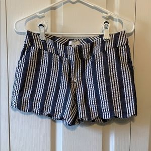 Crown and Ivy Size 0P Scallop Edge Shorts